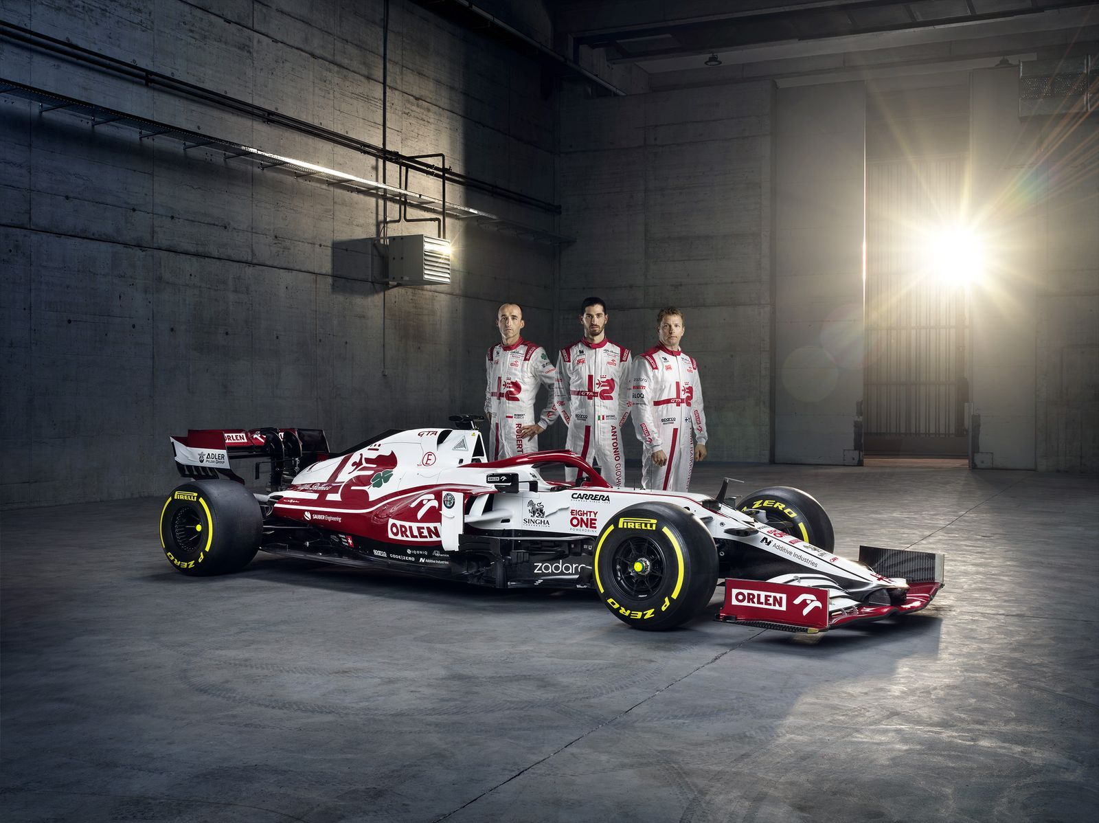 Alfa-Romeo-Racing-ORLEN-with-Drivers-2