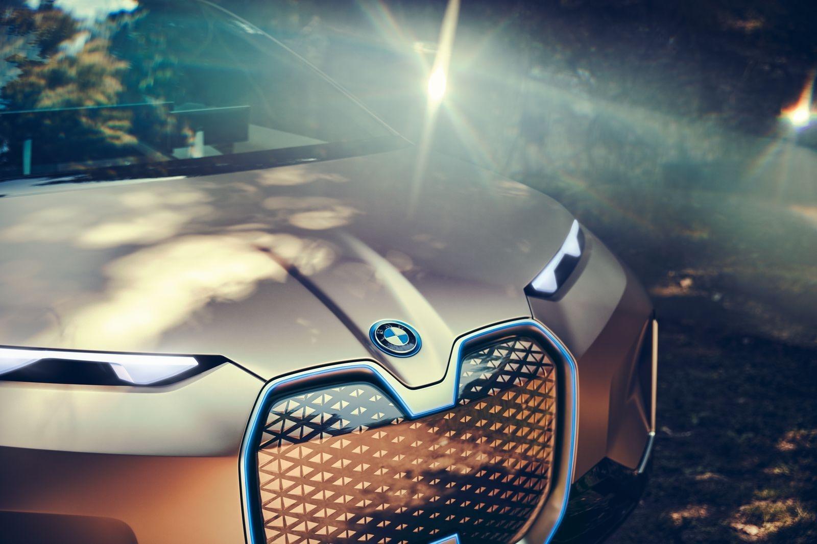 BMW_iNext_AutoRok_2018__13