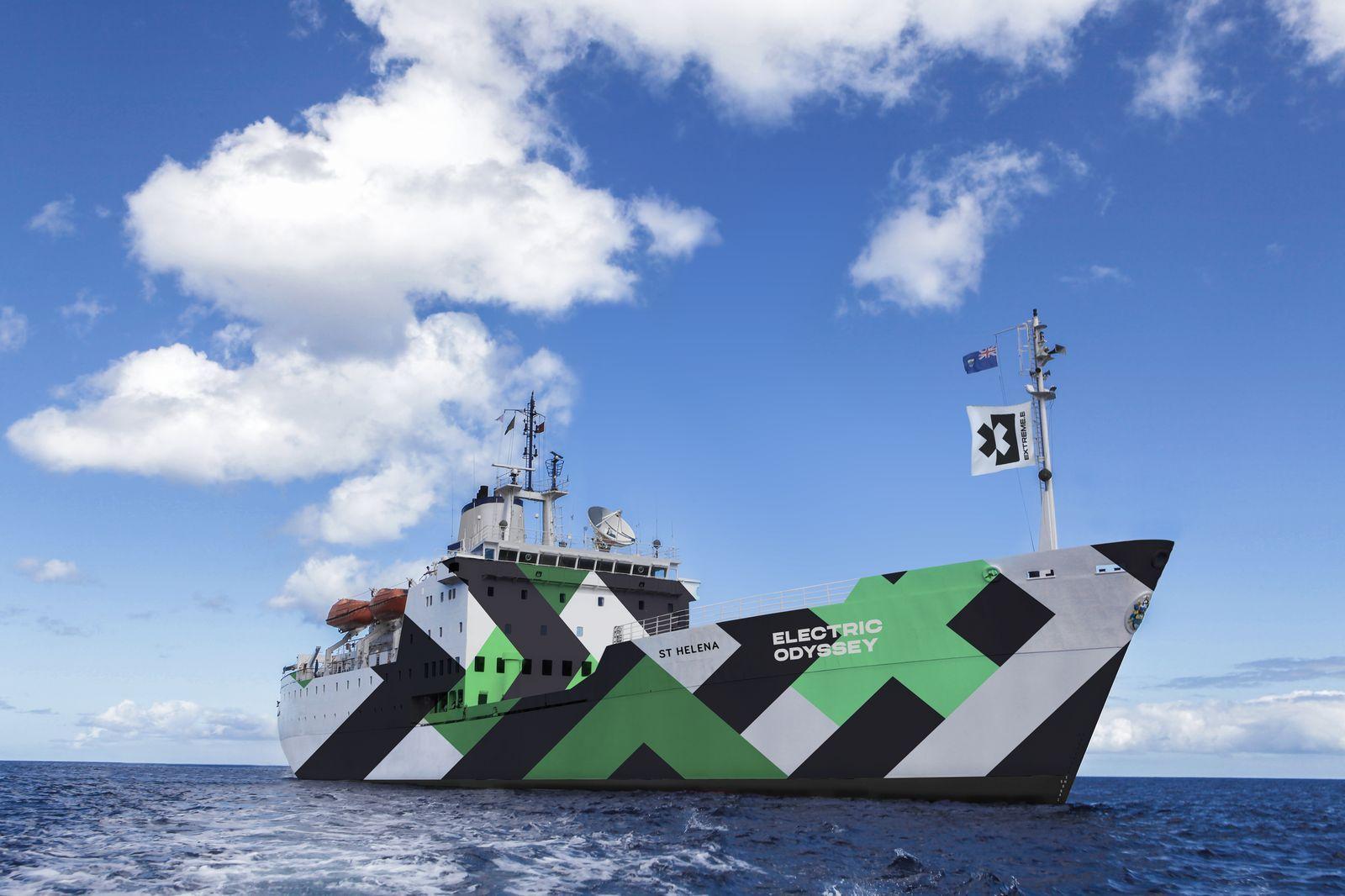 Okret-transportowy-Extreme-E-RMS-St.-Helena