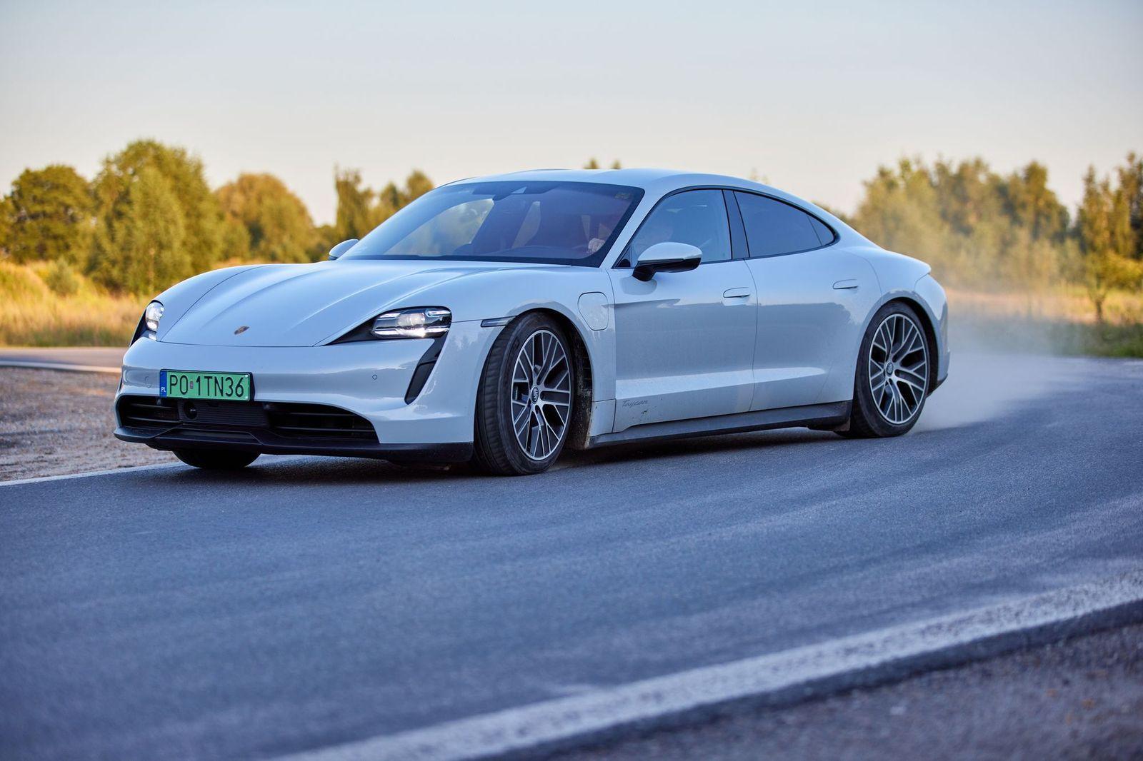 PorscheTaycan_testAutoRok_2021_00