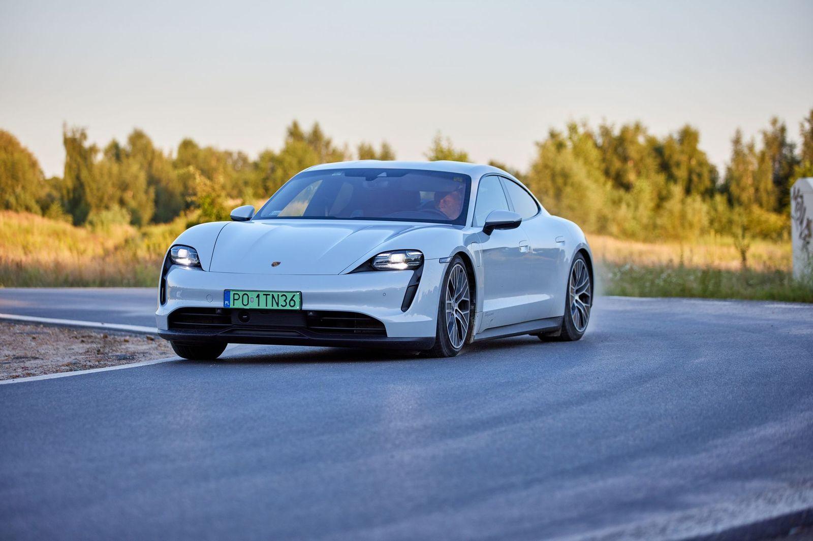 PorscheTaycan_testAutoRok_2021_15