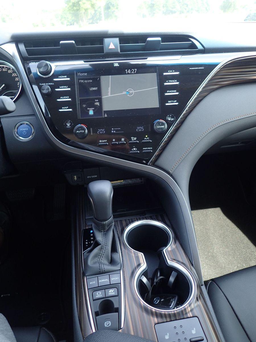 ToyotaCamry_2019_AutoRokTest16