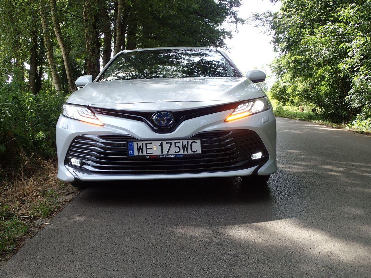 ToyotaCamry_2019_AutoRokTest17