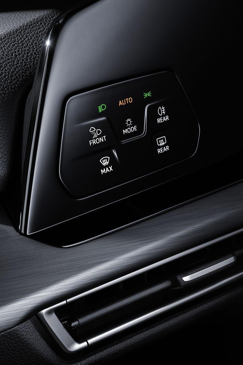 VolkswagenGolf_AutoRok_2019_17